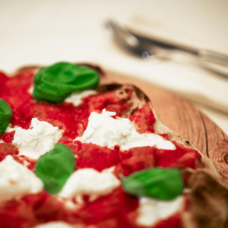 da_gianni_gallery_pizza_pala